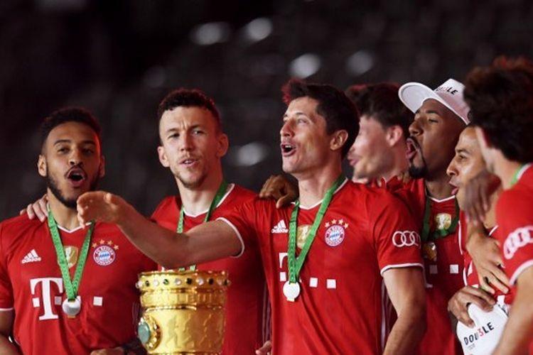 Skuad Bayern Muenchen saat merayakan gelar DFB Pokal musim 2019-2020.