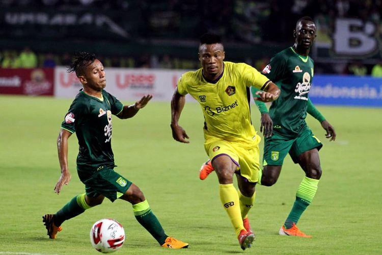 Pertandingan pembuka Liga 1 2020 antara Persebaya Surabaya vs Persik Kediri yang digelar di Stadion Gelora Bung Tomo, Surabaya, Sabtu (29/2/2020).