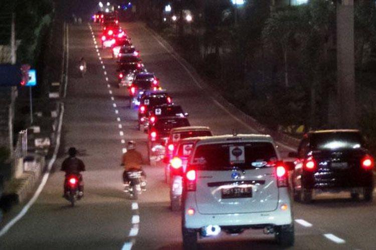 11 komunitas pemilik mobil asal Palembang menggelar kegiatan Sahur on The Road Palembang 2014.
