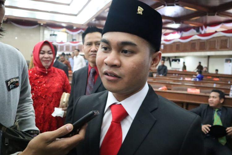 Romadhony Putra Pratama saat diwawancarai awak media di ruang Gedung Utama Kantor DPRD Kaltim usia pelantikan, Senin (2/9/2019)