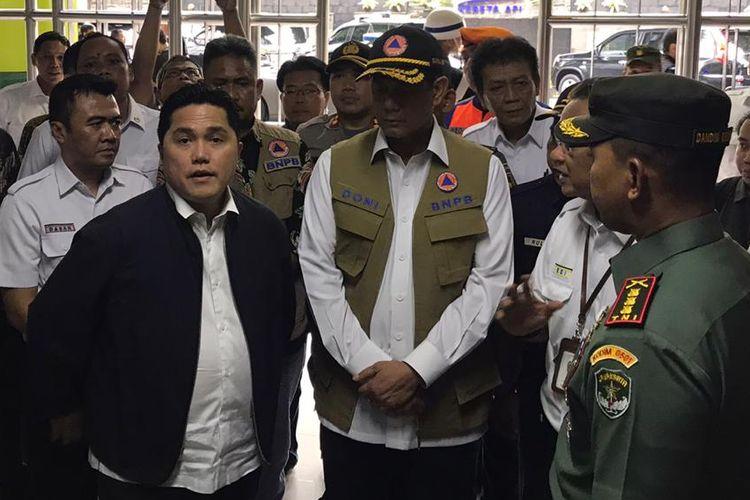 Menteri BUMN Erick Thohir saat meninjau kesiapan Stasiun Gambir dalam mengantisipasi penyebaran virus corona, Kamis (12/3/2020).
