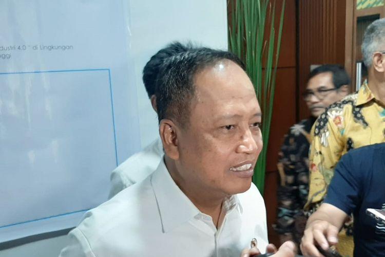 Menristekdikti Mohamad Nasir saat ditemui di Gedung Kemenristekdikti, Senayan, Jakarta, Senin (14/10/2019).