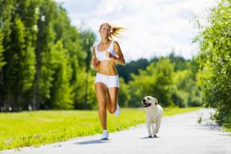 Olahraga bareng hewan kesayangan bisa mengurangi rasa bosan.