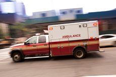Video Viral 2 Orang Berbaju Hazmat Antarkan Pengantin dengan Ambulans