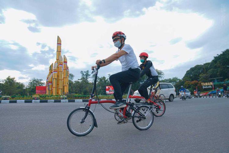 Dalam rangka peringatan Gerakan Bike to Work, Wali Kota Pontianak, Kalimamtan Barat, Edi Rusdi Kamtono mengimbau aparatur sipil negara (ASN) untuk menggunakan sepeda saat berangkat ke kantor setiap hari Jumat.