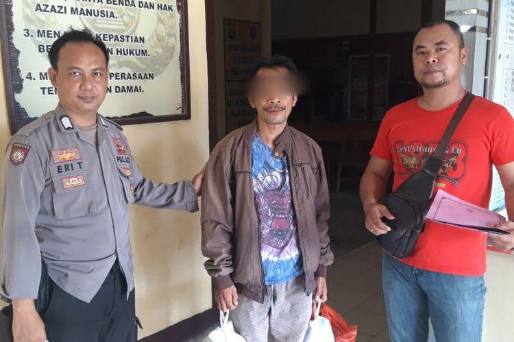 Sudarmo, calon anggota DPRD Kabupaten Landak, Kalimantan Barat, ditangkap aparat kepolisian atas tuduhan penggelapan uang koperasi senilai Rp 812 juta.