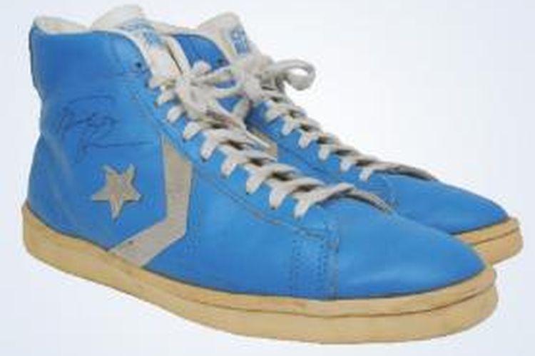 Sepatu basket usang milik Michael Jordan