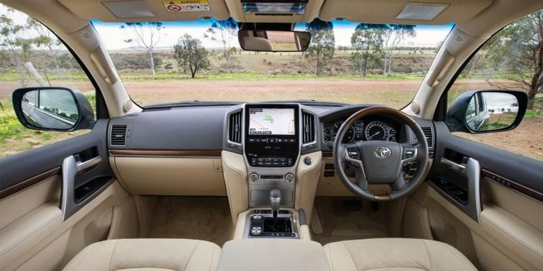 Interior Toyota New Land Cruiser 200.