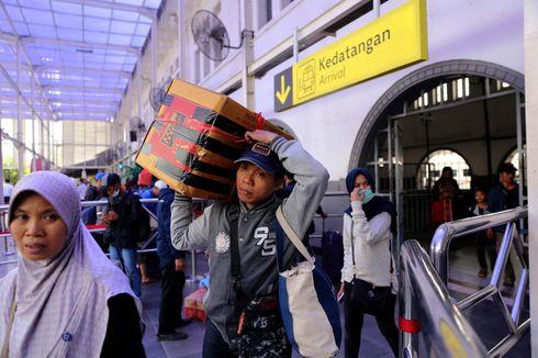 Belum Ada Lonjakan Penumpang Arus Balik di Stasiun Pasar Senen