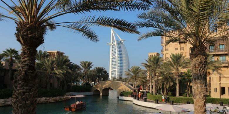 Burj Al Arab adalah sebuah hotel mewah di Dubai, Uni Emirat Arab.