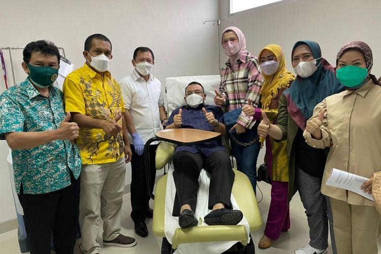 Sejumlah anggota DPR RI yang menjadi relawan Vaksin Nusantara usai disuntik vaksin oleh mantan Menteri Kesehatan Terawan Agus Putranto (Sumber: Wakil Ketua Komisi IX DPR RI Melkiades Laka Lena)