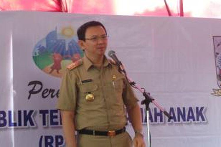 Gubernur DKI Jakarta Basuki Tjahaja Purnama meresmikan Ruang Publik Terpadu Ramah Anak (RPTRA) Meruya Utara, di Meruya Utara, Kembangan, Jakarta Barat, Selasa (29/12/2015).i