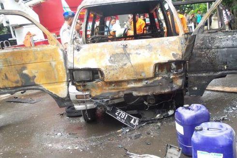 Mobil Bawa Ratusan Liter Pertamax Terbakar di Depan Mabes Polri