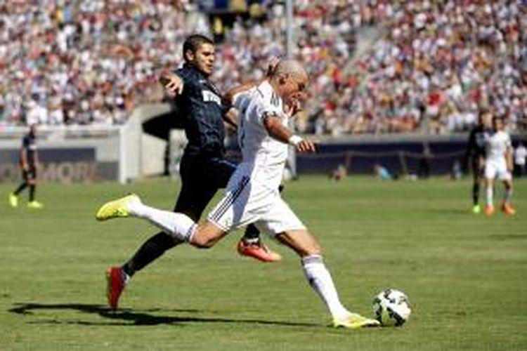 Penampilan bek Real Madrid, Pepe, saat melawan Inter Milan, Sabtu (26/7/2014).