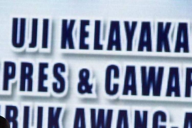 Pelawak, Jarwo Kuat mengisi acara forum diskusi dalam rangkaian program Indonesia Satu di Studio Orange Kompas TV, Jakarta, Rabu (30/10/2013). Indonesia Satu merupakan program yang diluncurkan dalam rangka penyelenggaraan Pemilu tahun depan.