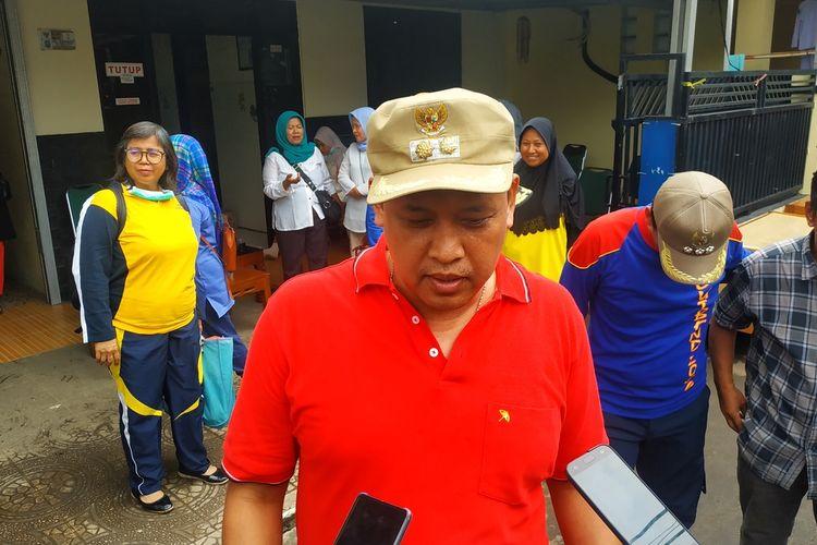 Wakil Wali Kota Bekasi, Tri Adhianto ditemui wartawan meninjau kondisi pascabanjir di Kelurahan Margahayu, Bekasi Timur, Rabu (8/1/2020).
