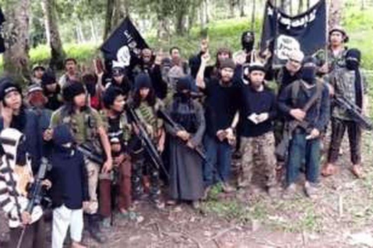 Abu Sayyaf mencari tebusan untuk mendanai kampanye pembentukan negara Islam Independen.