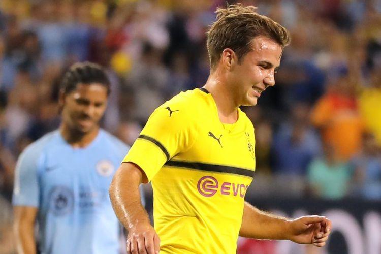 Selebrasi pemain Borussia Dortmund, Mario Geotze, setelah berhasil mencetak gol ke gawang Manchester City pada pertandingan ICC 2018 di Stadion Chicago Field, Sabtu (21/7/2018).
