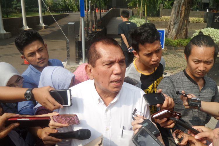 Mantan Ketua Komisi II DPR, Chairuman Harahap, di Gedung KPK Jakarta, Jumat (28/7/2017).