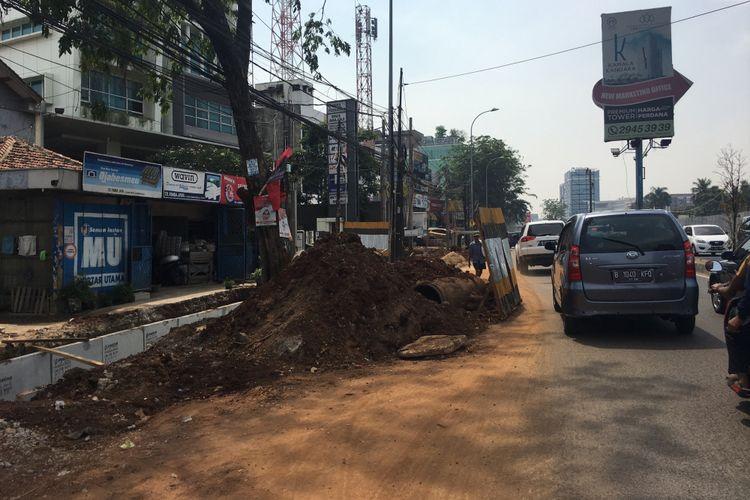 Pembangunan jalur pedestrian di Jalan KH Noer Ali, Kalimalang Kota Bekasi, Rabu (13/09/2017).