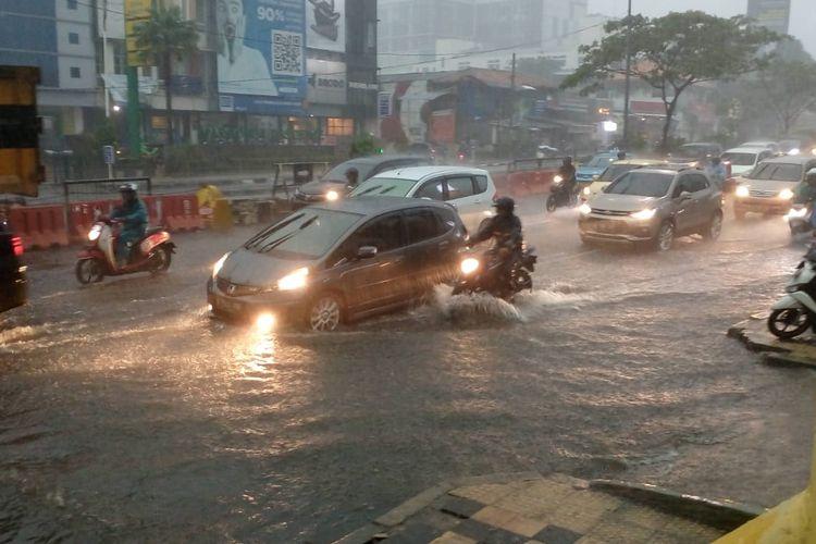 Hujan Deras Menggenangi Ruas Jalan Protokol Depok, Jumat (27/12/2019)