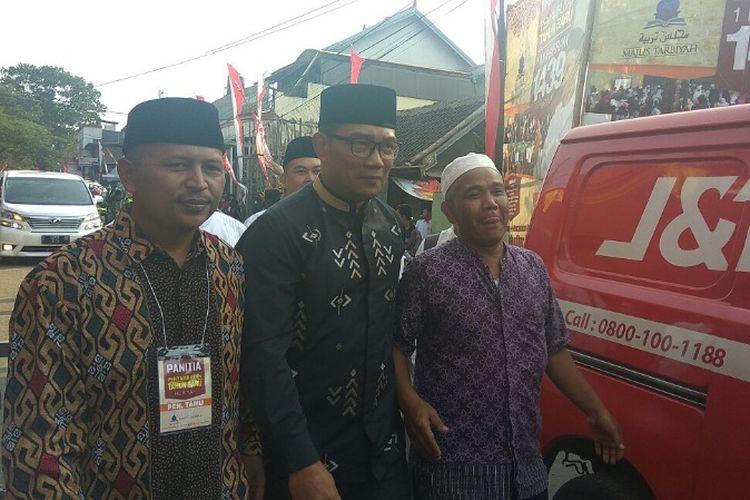 Walikota Bandung Ridwan Kamil saat akan menghadiri acara Muharam di Majelis Tarbiyah Wanaraja Garut, Rabu (20/09/2017)