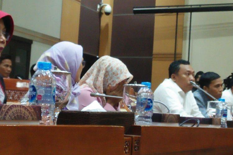 Baiq Nuril usai pimpinan rapat Komisi III membacakan hasil putusan rapat pleno
