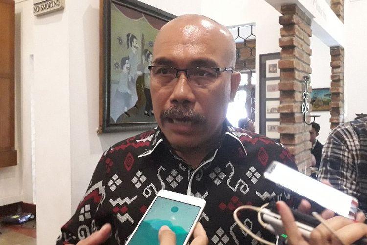 Ketua Forum Warga Kota Jakarta, Azas Tigor Nainggolan usai diskusi kinerja Gubernur DKI Jakarta di Bakoel Coffee, Cikini, Jakarta Pusat pada Kamis (10/1/2019).