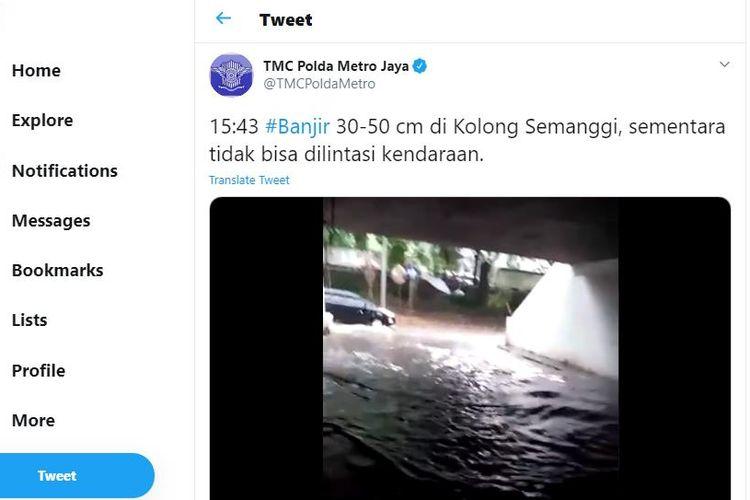 Video di akun Twitter TMC Polda Metro Jaya menayangkan kondisi kolong Semanggi, Jakarta, yang tergenang banjir.