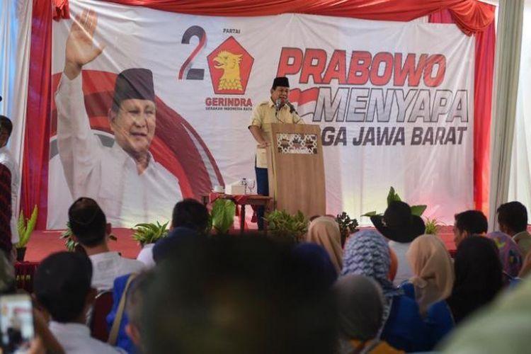 Calon presiden nomor urut 02 Prabowo Subianto saat menghadiri acara Prabowo Menyapa di Graha Intan Balarea, Kabupaten Garut, Jawa Barat, Sabtu (17/11/2018).
