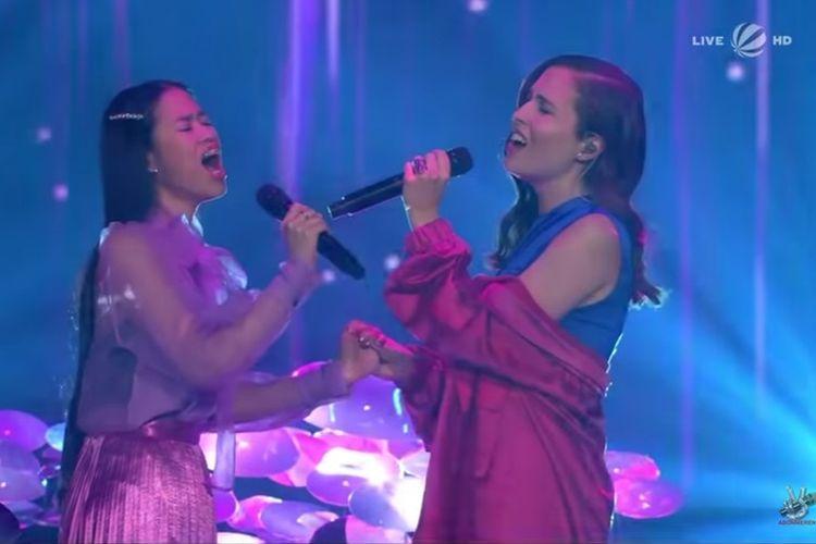 Claudia Emmanuela Santoso duet dengan Alice Merton di malam final The Voice of Germany, Minggu (10/11/2019).