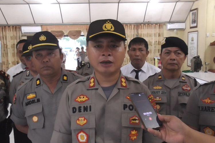 Usai upacara pemecatan, Kapolres Nias AKBP Deni Kurniawan, menjelaskan kepada awak media bahwa 2 polisi telah dipecat tidak hormat karena melanggar aturan terlebih terlibat narkoba.