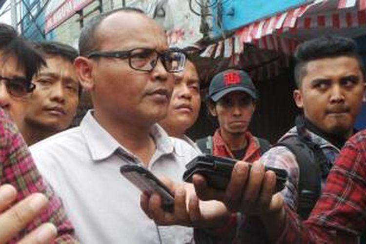 Anggota DPRD DKI dari Komisi A Syarif saat berada di Kampung Pulo, Jatinegara, Jakarta Timur. Kamis (20/8/2015)