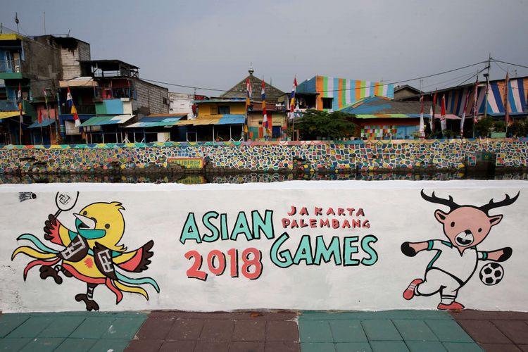 Mural bertema Asian Games di Kampung Serdang, Kamayoran, Jakarta Pusat, Sabtu (21/7/2018).  Pemerintah Provinsi (Pemprov) DKI Jakarta untuk memperindah kota Jakarta menjelang Asian Games XVIII 2018 dengan mempercantik lingkungan di sekitar Wisma Atlet Kemayoran, Jakarta Pusat.