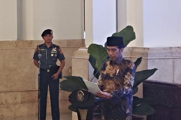 Presiden Joko Widodo dalam Peluncuran Komite Nasional Keuangan Syariah (KNKS) dan Peresmian Pembukaan Silaturahmi Kerja Nasional (SILAKNAS) Ikatan Ahli Ekonomi Islam Indonesia (IAEI) di Istana Negara, Jakarta, Kamis (27/7/2017).