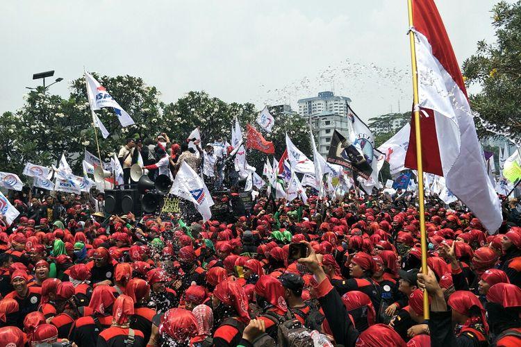 Demo buruh di Pulau Dua, Jalan Gatot Subroto,  Rabu (2/10/2019).