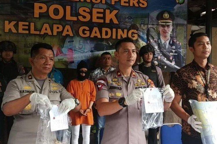 Konferensi pers kasus istri tusuk suami di Mapolsek Kelapa Gading, Jakarta Utara, Jumat (31/1/2020).