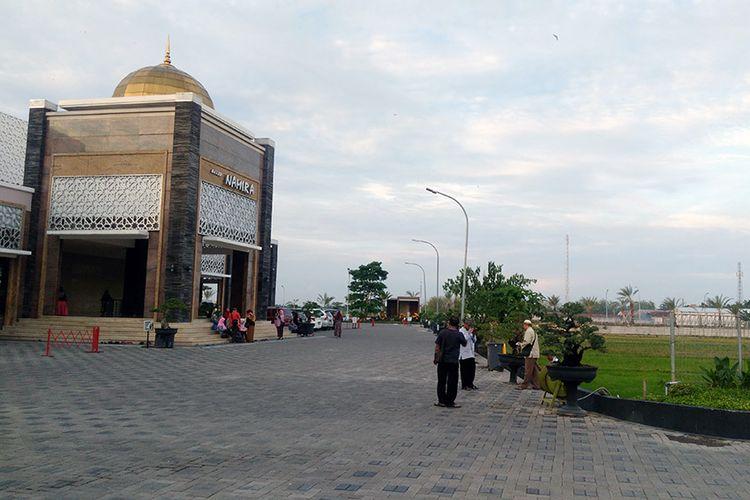 Masjid Namira di Desa Jotosanur, Kecamatan Tikung, Lamongan, Jawa Timur, tampak depan.