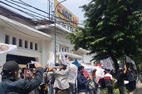 Demo di Depan D'Cost VIP, Ratusan Pegawai Tuntut 3 Hal ke Manajemen