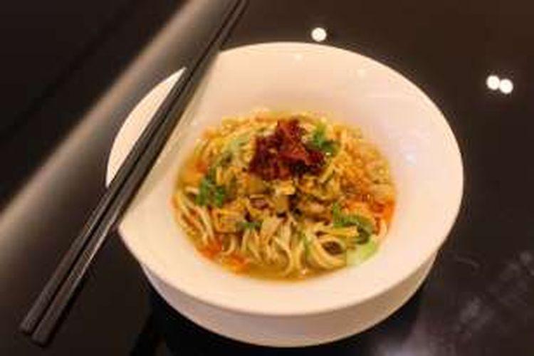 Mie lamin, yang biasa disebut mie tarik dari Tiongkok yang sudah dimodifikasi dengan citarasa nusantara.