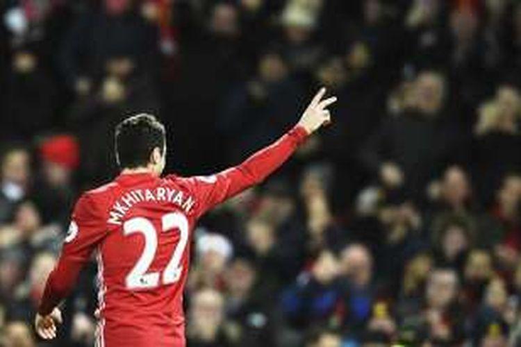 Gelandang Manchester United, Henrikh Mkhitaryan, merayakan gol dalam pertandingan Premier League melawan Sunderland di Old Trafford pada 26 Desember 2016.