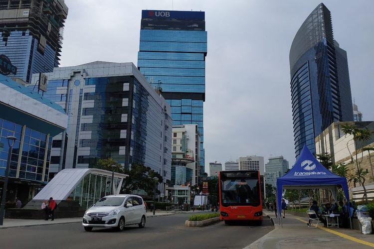 Bis Metrotrans Transjakarta terintegrasi Stasiun MRT Dukuh Atas masih sepi peminat usai sebulan beroperasi.
