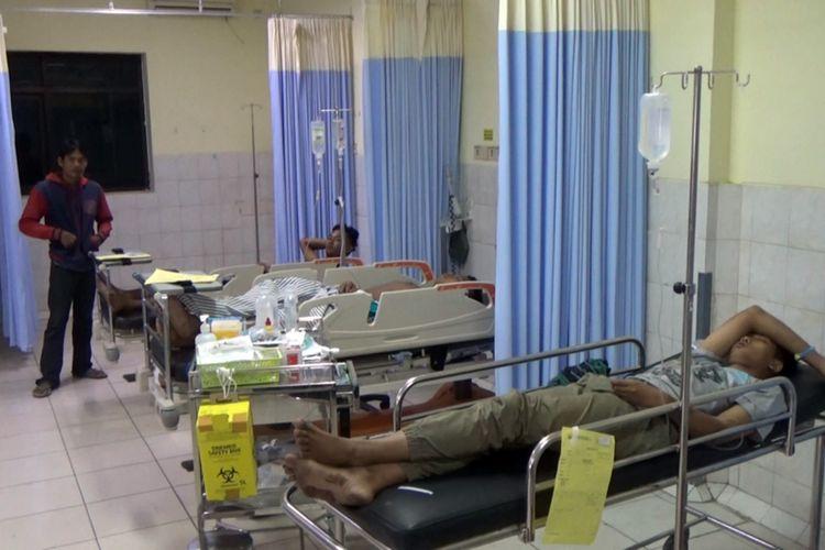 Sejumlah anak menjalani perawatan intensif di RSUD Jombang Jawa Timur, Sabtu (1/7/2019). Pada Sabtu dinihari, rombongan patrol beranggotakan 7 anak dari Desa Pandanwangi Jombang, tertabrak mobil saat patroli membangunkan orang untuk makan sahur.
