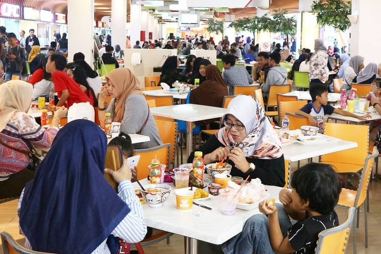 Area food court Margo City. Foto diambil 3 Juli 2019, sebelum pandemi Covid-19.
