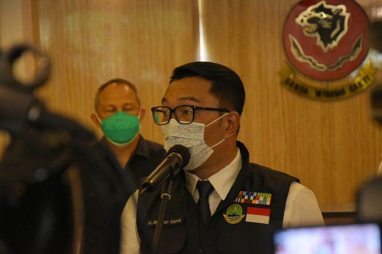 Gubernur Jawa Barat Ridwan Kamil tengah menjelaskan soal perkembangan kasus covid di Jawa barat di Mapolda Jabar, Senin (22/2/2021).