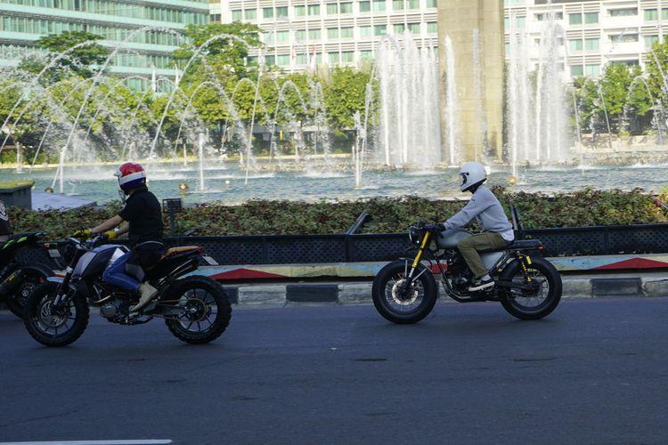 Komunitas otomotif manfaatkan jalan lengan Jakarta di Lebaran hari pertama