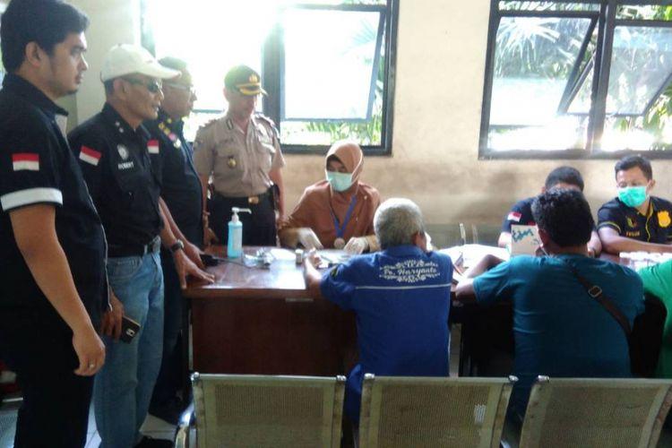 BNNK, Petugas Kepolisian, dan  Petugas Sudinhub Jakarta Utara melakukan sidak di Terminal Tanjung Priok menjelang Mudik Lebaran, Selasa (20/6/2017)