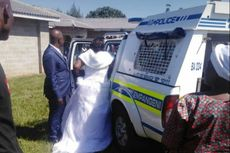 Langgar Aturan Lockdown, Pasangan Baru Menikah Ini Digelandang ke Kantor Polisi