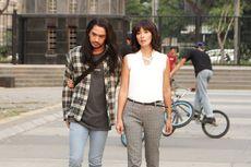 Review Film Toko Barang Mantan: Reza Rahadian Susah Move On dari Marsha Timothy