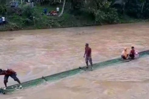 Warga 2 Desa di Tasikmalaya Setiap Hari Bertaruh Nyawa Seberangi Jembatan Darurat